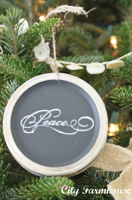 mason-jar-lid-chalkboard-ornaments