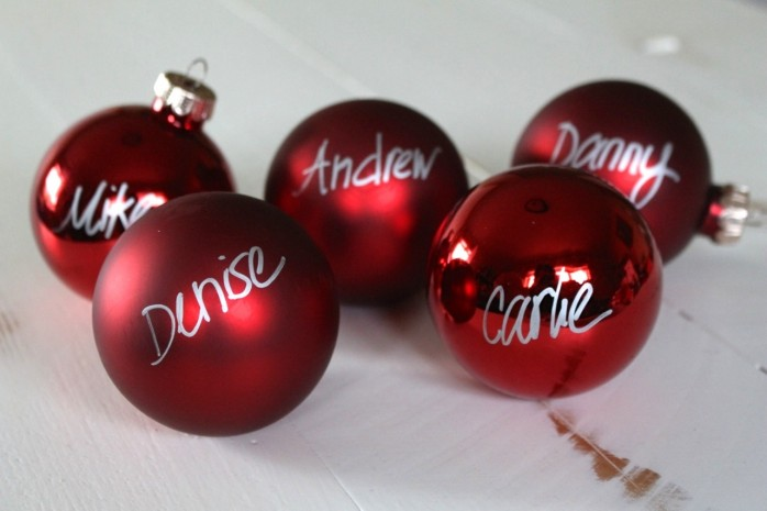 Simple Christmas Placeholders: The simple trick to transforming plain Christmas ornaments into festive personalized Christmas Placeholders! Fast and fun decor project.