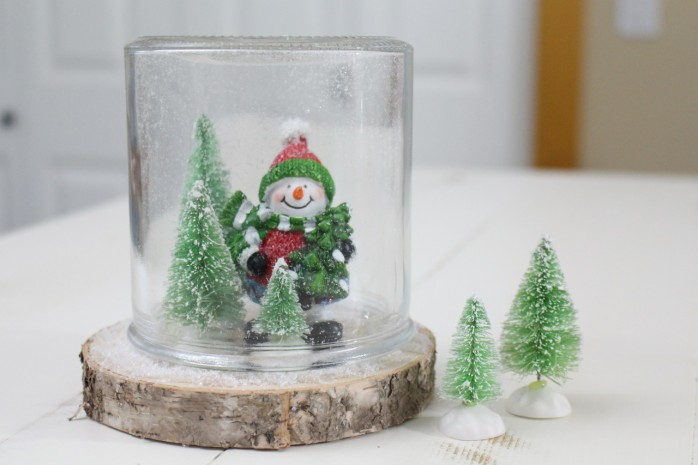 How to make a Sweet Snowman Snow Globe, super festive, fast and easy Christmas and winter decor!