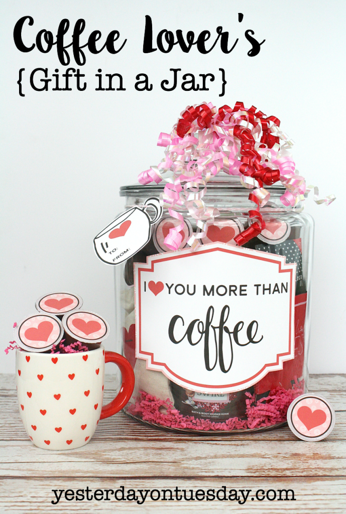 Coffee Lovers Gift in a mason jar plus free printable. Perfect for that coffee lover in your life!