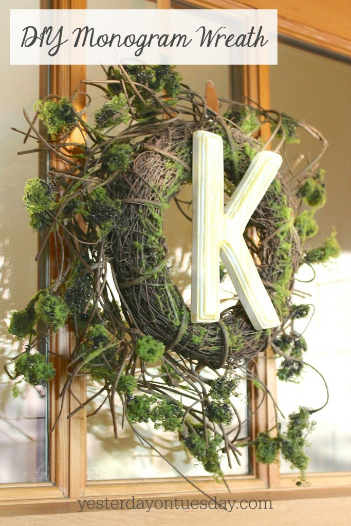 DIY Monogram Wreath, great fixer upper style for spring decorating